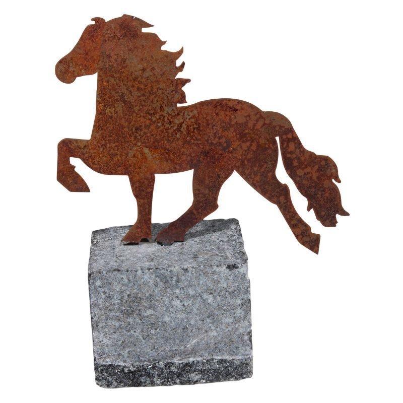 Karlslund Teräshevonen graniittikivellä